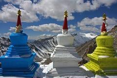 Drie stupas hoog in Himalayagebergte stock afbeelding