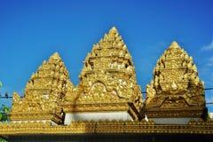 Drie symbolische torens op de poort aan een Khmer pagode Stock Afbeelding