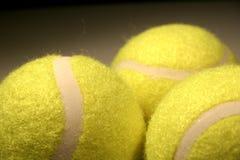 Drie tennis-ballen III stock fotografie