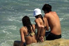 Drie tienerjaren bij strand Stock Fotografie