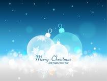 Drie transparante die Kerstmisballen met sneeuwvlokken worden verfraaid lyin Royalty-vrije Stock Foto's
