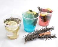 Drie types van detoxwater met fruit in glazen op een witte achtergrond Stock Afbeelding