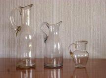 Drie Uitstekende Glasflessen Oude voorwerpen Retro ontwerpbinnenland stock fotografie