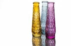 Drie vazen van gekleurd glas met een patroon royalty-vrije stock foto's