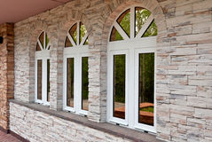 Drie vensters in de steenmuur Stock Afbeelding