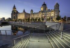 Drie vereren op Liverpools-waterkant Stock Foto