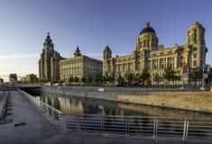 Drie vereren op Liverpools-waterkant Stock Foto's