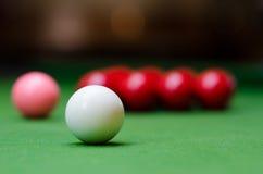 Drie verschillende ballen van de kleurensnooker op lijst 2 Royalty-vrije Stock Fotografie