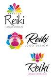 Drie verschillende Reiki-emblemen met bloementhema met de kleuren van zeven chakras stock illustratie