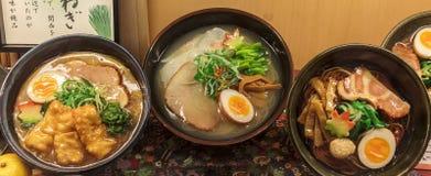 Drie verschillende soorten ramen soep, een traditionele Japanse schotel Stock Foto