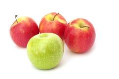 Drie verse appelen die op wit worden geïsoleerdd Royalty-vrije Stock Foto's