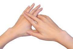 Drie vingers van juiste vrouwelijke hand liggen op linkerhand Royalty-vrije Stock Foto's