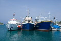 Drie vissersboten in de haven van Vrsar royalty-vrije stock foto