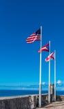Drie vlaggen die van Castillo DE San Cristobal vliegen Royalty-vrije Stock Foto's