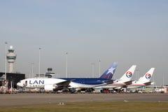 Drie vrachtvliegtuigen 777 van Boeing op een rij Royalty-vrije Stock Foto's