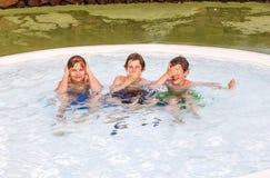 Drie vrienden die de drie wijze apen imiteren Royalty-vrije Stock Foto
