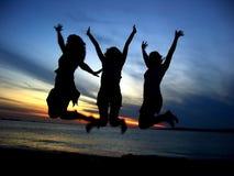 Drie vrienden die van het Meisje de jeugd vieren Stock Fotografie