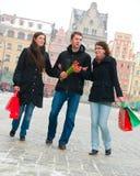 Drie vrienden op een straat Stock Foto