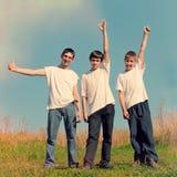 Drie Vrienden openlucht royalty-vrije stock fotografie