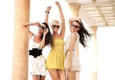 Drie vrolijke vrouwen Royalty-vrije Stock Afbeeldingen