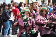 Drie vrouwen die aan niet conventionele instrumenten spelen Royalty-vrije Stock Foto's