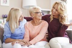 Drie vrouwen thuis Royalty-vrije Stock Fotografie