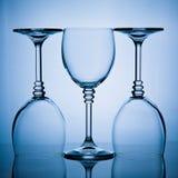Drie wijnglazen in een rij Stock Fotografie