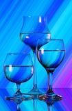 Drie wijnglazen op de spiegel Stock Afbeeldingen