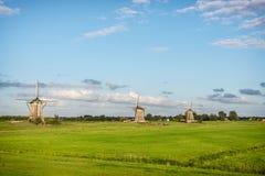 Drie windmolens in het platteland in Nederland stock foto