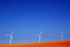 Drie windmolens in rode grond Royalty-vrije Stock Afbeelding