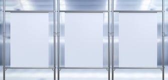 Drie witte canvasrek op metaalpijp Stock Fotografie