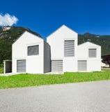 Drie witte huizen stock foto