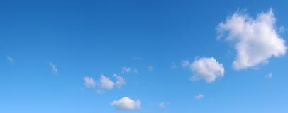 Drie wolken in de blauwe hemel Royalty-vrije Stock Afbeeldingen