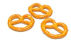 Drie yummy gezouten pretzels op wit Stock Foto's