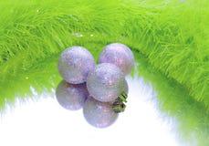 Drie zilveren ballen van Kerstmis Stock Foto's