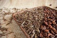 Dried Tea Leaves And Roasted Coffee Beans: Theine Vs Caffeine Royalty Free Stock Photos