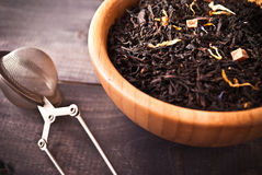 Dried tea leaves in bowl Royalty Free Stock Photography