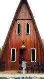 Driehoekig Bruin Huis Stock Afbeeldingen