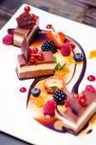 Drievoudig chocoladedessert Royalty-vrije Stock Foto's
