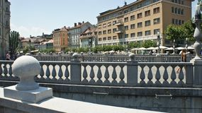 Drievoudige Brug 3 bruggen over Ljubljanica, zonnige dag, Ljubljana, Slovenië stock foto's