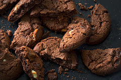Drievoudige dark, melkt witte chocoladekoekjes Stock Foto