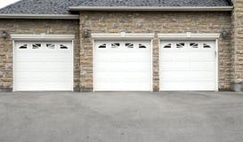Drievoudige Garage Royalty-vrije Stock Afbeeldingen