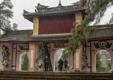 Drievoudige poort, de Pagode van Thein Mu, Tint, Vietnam royalty-vrije stock afbeeldingen