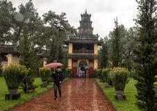 Drievoudige poort, de Pagode van Thein Mu, Tint, Vietnam stock foto