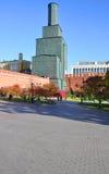 Drievuldigheidstoren van Moskou het Kremlin tijdens wederopbouw Royalty-vrije Stock Foto's