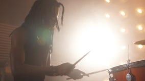 Driftigt av vagga musik Eufori från musik stock video