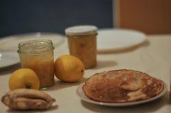 Driftstopp från citronen och ingefäran kneg casserole som lagar mat läckert home hemlagat recept fotografering för bildbyråer