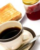 Driftstopp och frukost för rostat bröd- och kaffeshowfrukt royaltyfri bild