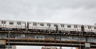 Driggs Allee und Williamsburg-Brücke in NYC Stockbild