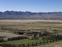 Drijf en boerderijland in Noord- centraal Nevada bijeen Stock Foto
